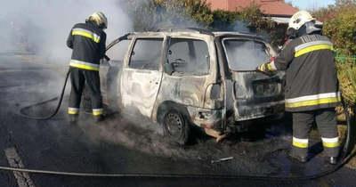 Teljesen kiégett az autó Lengyeltótiban