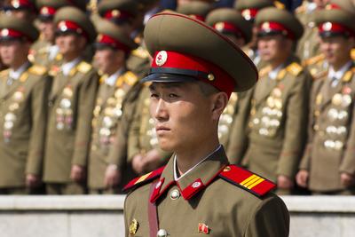 Élő csontvázak járőröznek Észak-Korea kihalt utcáin
