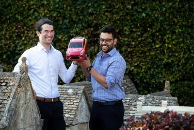 A karácsonyi szezon slágere lehetne ez a hidrogénhajtású távirányítós autó