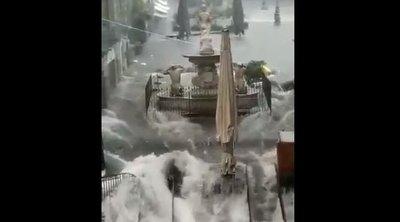 Félelmetes felvételeket kaptunk: pillanatok alatt öntötte el a várost a villámárvíz