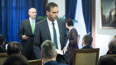 Letagadta párttagságát az MSZP-s politikus, hogy pozíciót kapjon