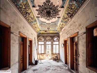 A kelet Párizsának pusztuló eleganciáját örökítette meg egy fotós