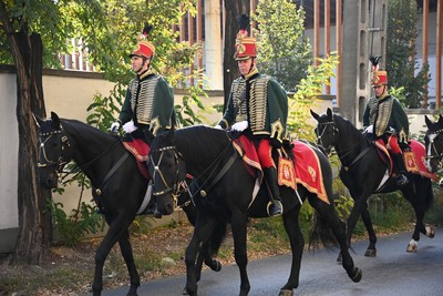 Büszke lovak és díszes huszárok vonultak fel a városban