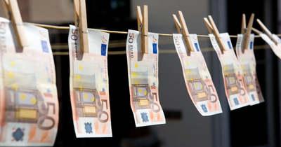 Két bank is sáros a pénzmosási botrányban