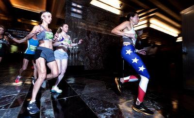 Lépcsőfutó verseny az Empire State Buildingben: 86 emelet, 1576 lépcsőfok - fotók