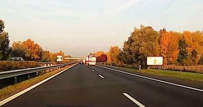 A lébényi tragédia előtt fél órával is majdnem súlyos baleset történt az M1-esen – a furgon az utolsó pillanatban kerülte el az ütközést – videó