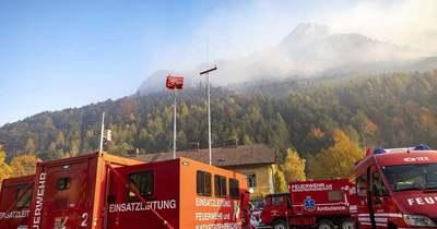 Tovább pusztít az erdőtűz Ausztriában a magyar határ közelében – videók