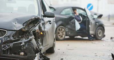 Összeütközött két autó Lajosmizsénél