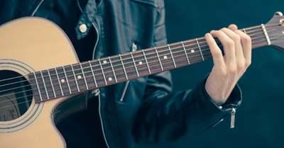Elege lett gitáros fia gyakorlásából, ezért lelőtte