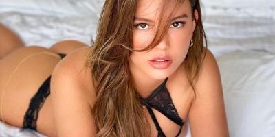 Bugyiban, melltartóban terpeszt a magyar Playboy-modell - fotók