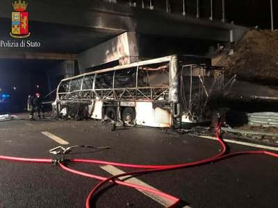 Megjelentek a veronai busztragédia áldozatainak családtagjai a sofőr házánál