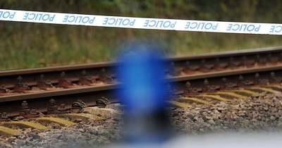 Egy ember életét vesztette a vonatbalesetben, egy ember életéért küzdenek