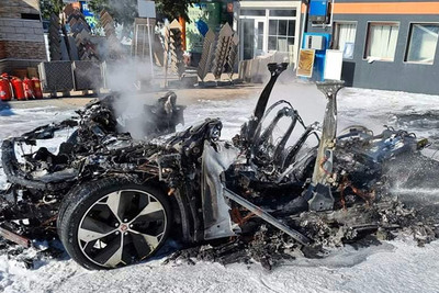 Töltés közben égett hamuvá egy drága villanyautó Székesfehérváron