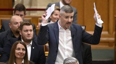 Kicsípte Jakab szemét a pirosarany: már a saját kommentjét se találja Orbán Viktor oldalán