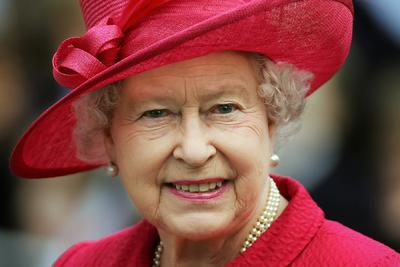 Romlik a királynő állapota: II. Erzsébet karját zúzódások borítják