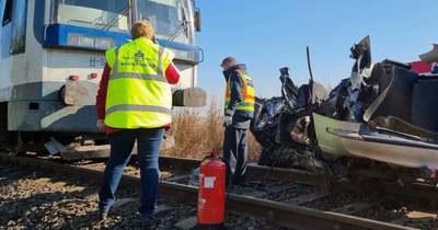 Borzalmas vonatbaleset – egy ember meghalt, egy másik életéért még küzdenek