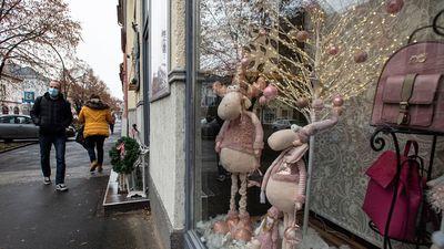 Ekkor zárnának be a boltok december 24-én