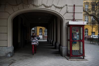 Százmilliókat bukik az utcai fülkéken a Magyar Telekom