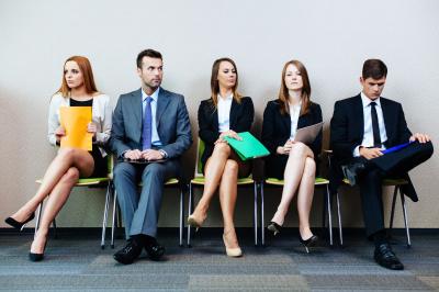 Hatalmasra duzzadt a betöltetlen állások száma