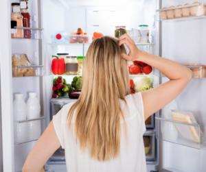 Így tüntesd el a hűtőből az ételszagot!