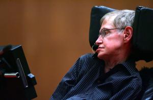 Elárverezik Stephen Hawking személyes tárgyait