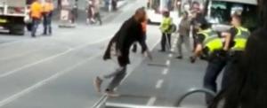 Százezer dollárt gyűjtöttek a terroristával szembeszálló hajléktalannak (videó)