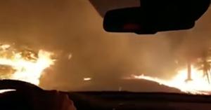 Elképesztő videó: így menekültek ki kocsival a kaliforniai lángok közül!