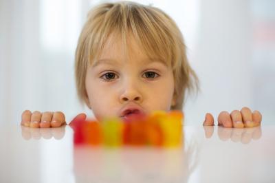 Milyen veszélyeket rejt és hogyan óvjuk gyermekeinket a túlzott cukorfogyasztástól?