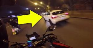Életveszélyesen száguldott a bunkó autós, a sors azonnal lecsapott rá! – VIDEÓ