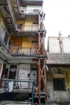Drogosok tartják rettegésben a lakókat a józsefvárosi horrorházban