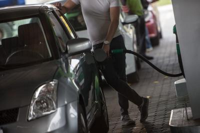 Soha nem látott magasságokba emelkednek az üzemanyagárak