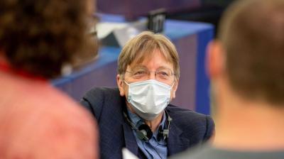 Guy Verhofstadtnál nem téma a momentumos korrupció