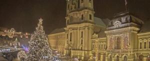 Ilyen szépen havazódott be a Dobó tér (Videóval)