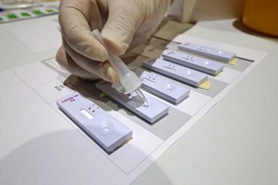 Mintegy 800 ezer antigén gyorstesztet kapnak a háziorvosok