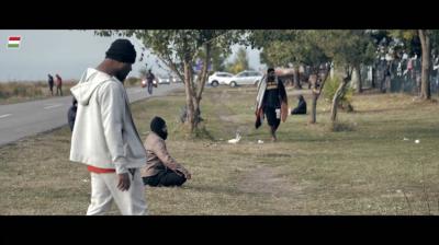 Életképek a kerítés túloldaláról + videó