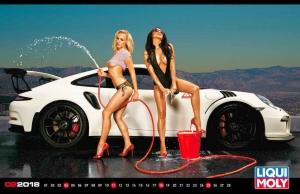 Különleges autók és meztelen bőr