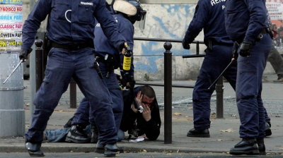 Soha nem látott, megdöbbentő rendőrségi felvételek a 2006. október 23-i rendőrterrorról