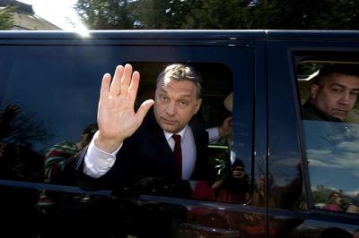 Orbán: Elképzelhető, hogy be kell majd fagyasztani az üzemanyagárakat