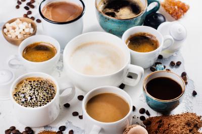 Hogyan befolyásolja az alkohol és a koffein az alvást?