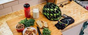 Mit keres a bringás a konyhában?
