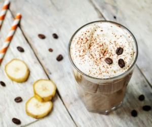 Reggeli és kávé egyben: banános-habos kávéturmix