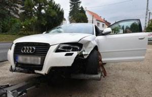 Pars Krisztián autóját összetörték, a sofőr elmenekült – képek