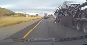 Pont a holttérben gurult, kamionszendvicsbe került – Te megúsztad volna? – VIDEÓ