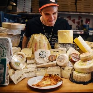 Álom: 101 különböző sajtot halmoztak a világrekorder pizzára