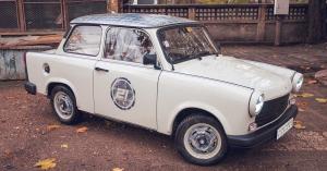 Kívülről ez csak egy átlagos Trabantnak néz ki, de ha benézel az ajtón, csodát látsz! – KÉP