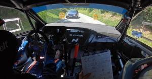 Betévedt egy autó a raliversenyre, látni kell, hogy kerülte el a balesetet a versenyző! – VIDEÓ