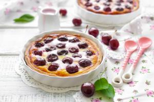 Cseresznyés-tejszínes pite