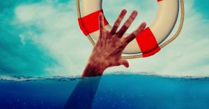 Élettelenül lebegett a vízben – a szabadnapos rendőr megmentette