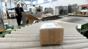 Teljesen átszervezi a csomagkézbesítést a következő években a Magyar Posta