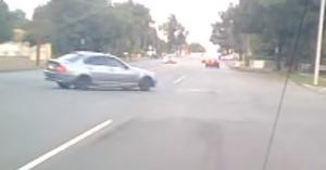 Ez a BMW-s csak egy valamivel nem számolt: a kocsi hátul hajt – VIDEÓ